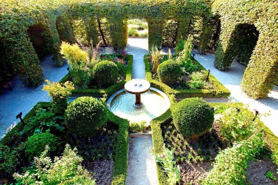 De mooiste tuinen van frankrijk uz s en yvoire formilangue for Franse tuin